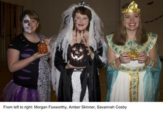 Sophomore Advisory Board Hosts Halloween Fundraiser