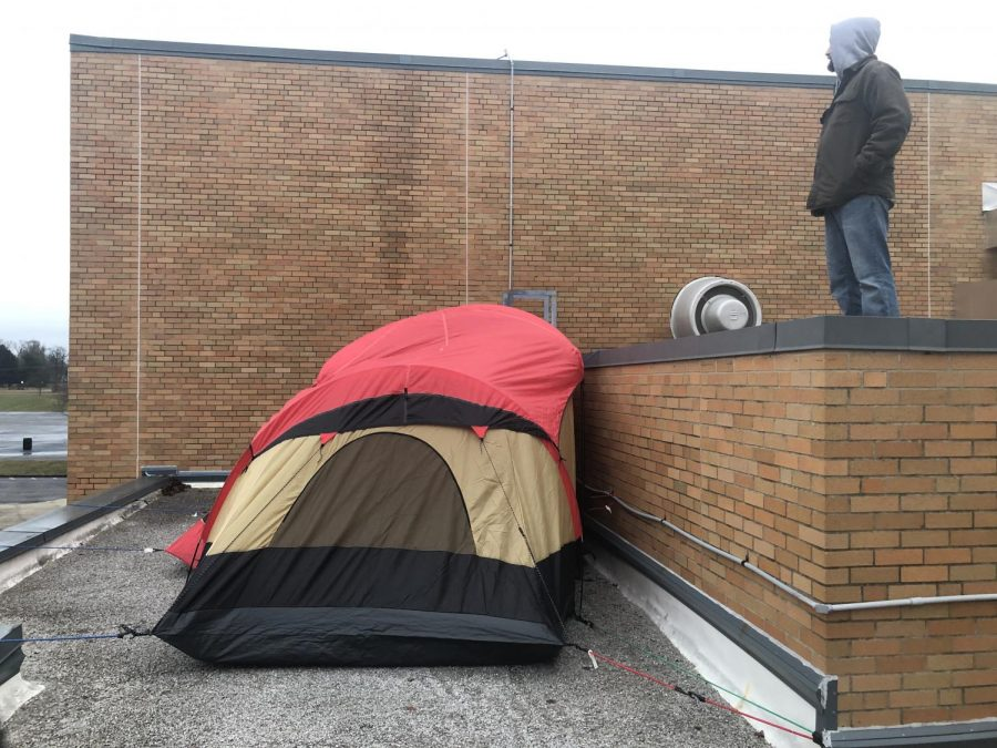 The+tent+used+for+the+overnight+rooftop+stay+of+Mr.+Gasaway+and+Mr.+Grill+for+the+shoes+for+Africa+charity+donation+competition.