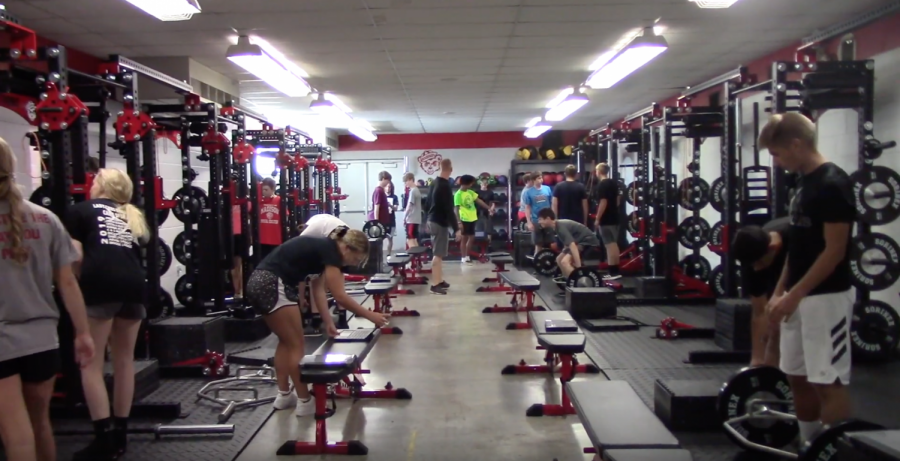 MCHS+Advanced+P.E.+students+take+advantage+of+the+new+weight+lifting+equipment.